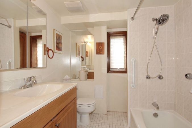 Full Bath in 2 BR Apt.