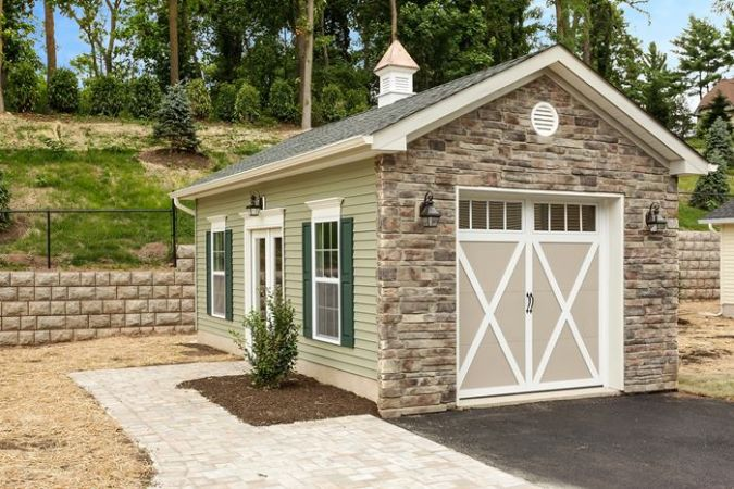 Second detached Garage/Carriage house